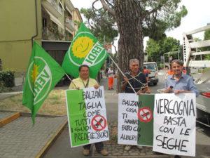 i verdi protestano contro i vandali della amministrazione Balzani